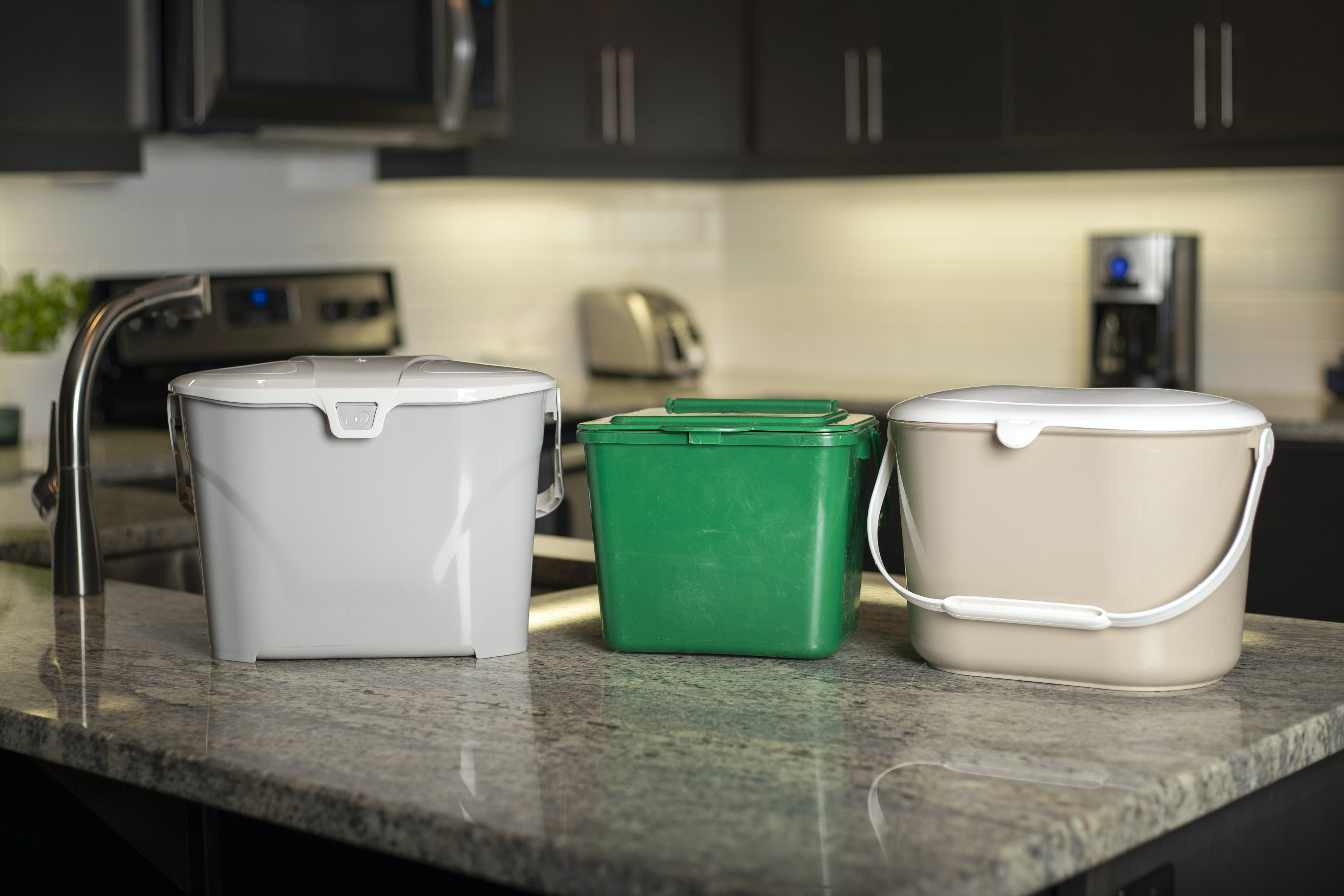 Different sizes of kitchen containers