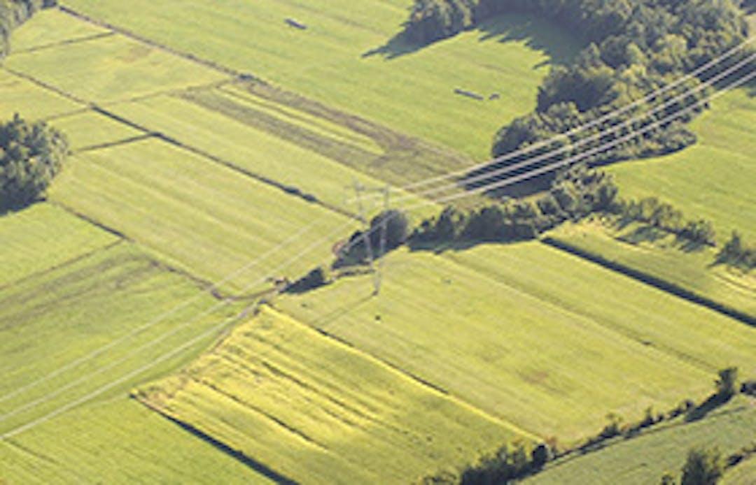 Le projet d'Hydro-Québec consiste à remplacer les trois câbles de la ligne à 230 kV qui traverse le fleuve Saint-Laurent entre Bécancour et Trois-Rivières. Cette ligne, mise en service en 1958, est située à 1,4 km au nord-est du pont Laviolette. Ce projet vise à assurer la pérennité de la ligne de transport sans que les pylônes soient remplacés. Il est unique car il utilisera des câbles innovants ainsi que des méthodes d'installation hors du commun.