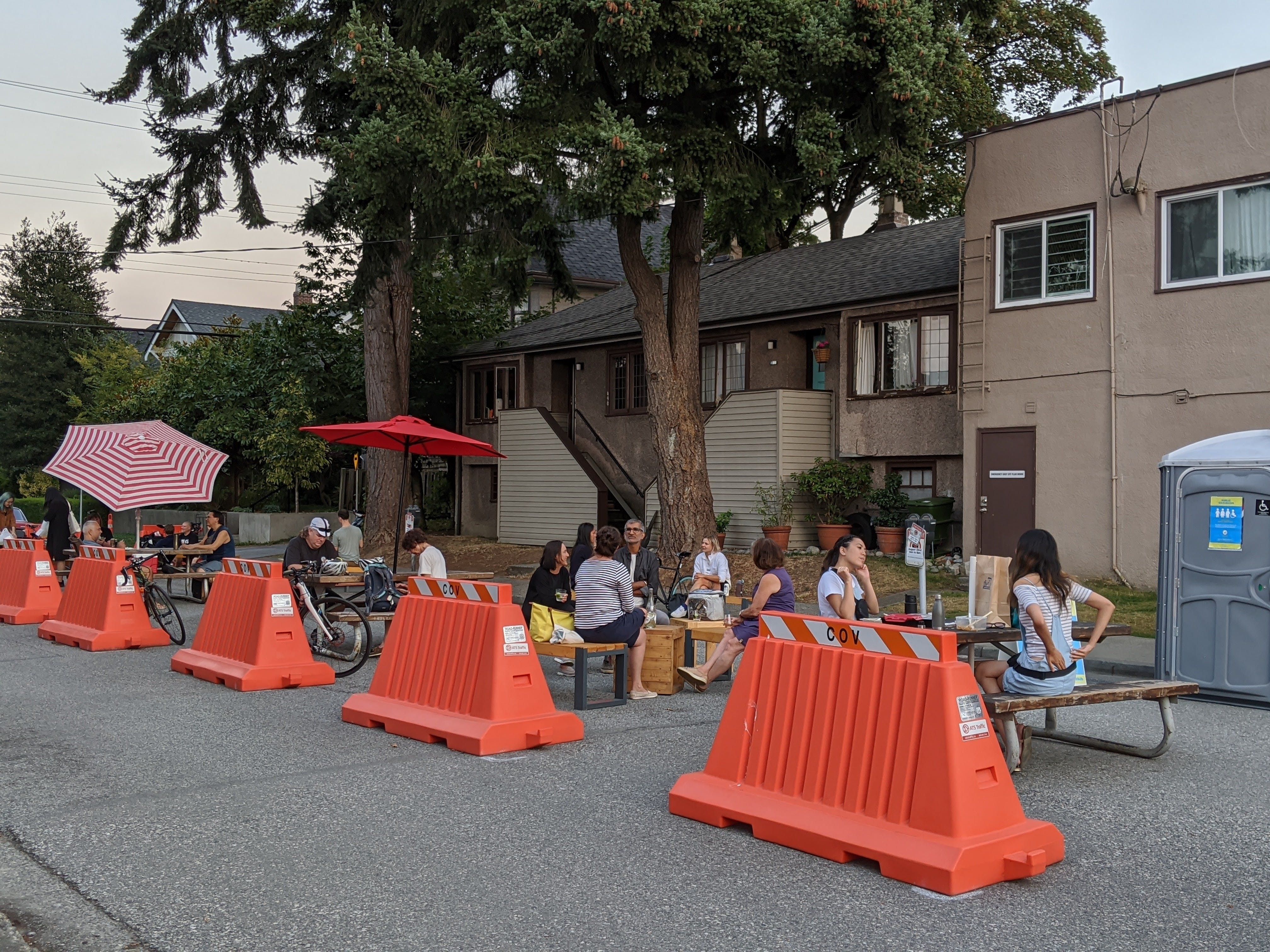 W 17th Ave & Cambie St Pop-up Plaza