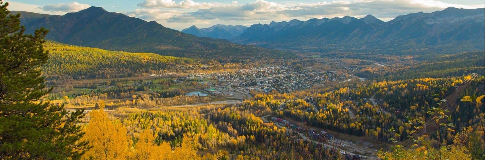 photo of Fernie townsite in the fall credit Tourism Fernie