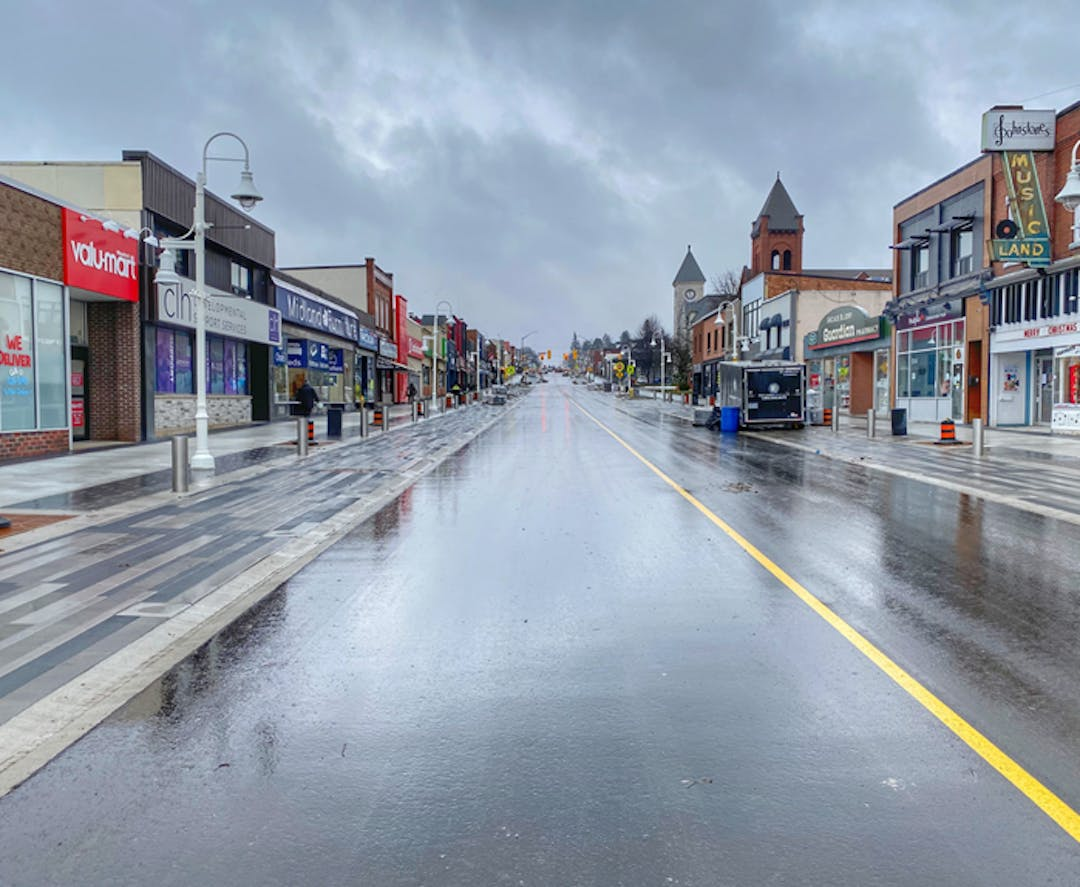 A photo of King Street looking south from Hugel Avenue.