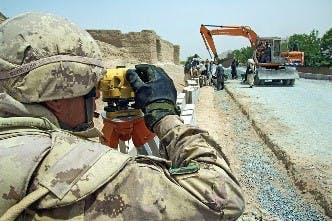 Les FAC ont mené des opérations en Afghanistan impliquant des éléments aériens, terrestres et maritimes, notamment diverses opérations de combat, de sécurité, de développement, de soutien et d'entraînement dans différentes régions de ce pays. Photo du MDN