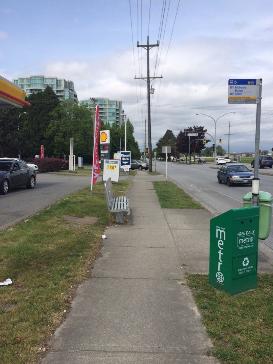 Bus stop without transit shelter