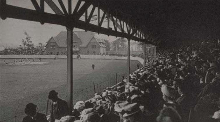 Partie de crosse, 1908