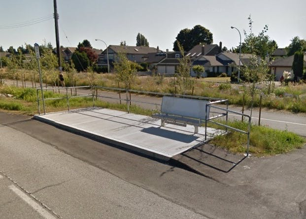Accessible bus stop without transit shelter