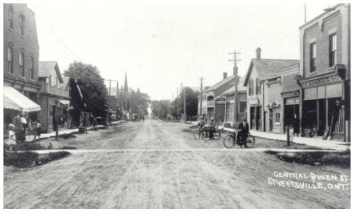 The historical roadway passing through Streetsville, circa 1900