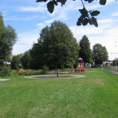 Existing water feature and playground at Glen Stewart Park