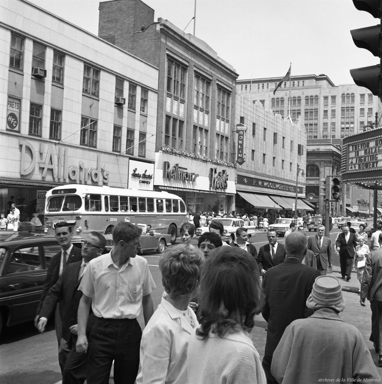 Les années 60, en face des magasins D'Allaird's et Reitmans