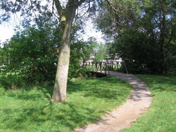 Existing pedestrian bridge at Glen Stewart Park