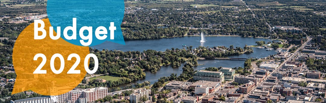 Aerial photo of Peterborough with lake and fountain.