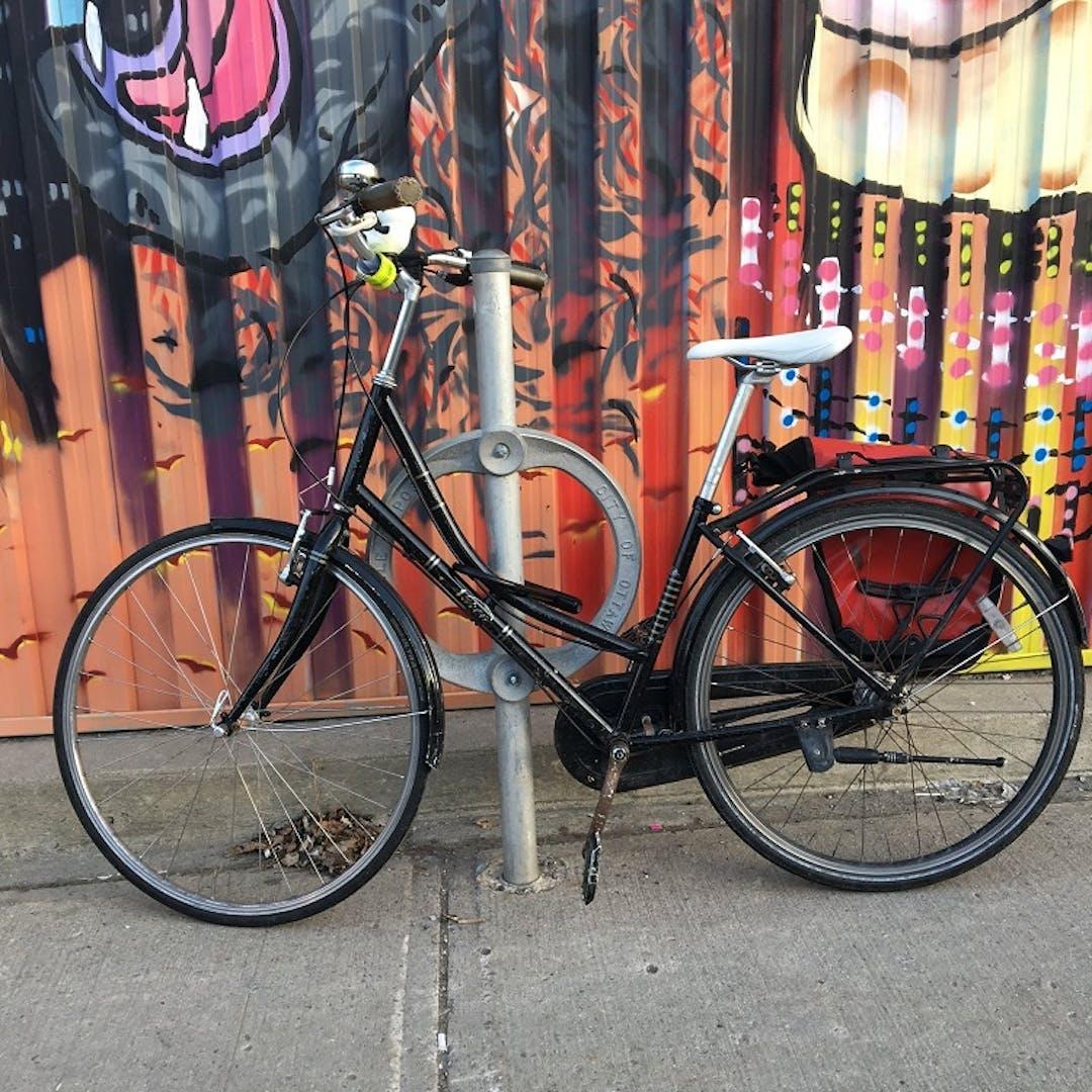 supports à vélos avec anneau et poteau