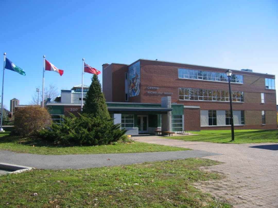 Picture of the main entrance to the Richelieu Vanier Community Centre.